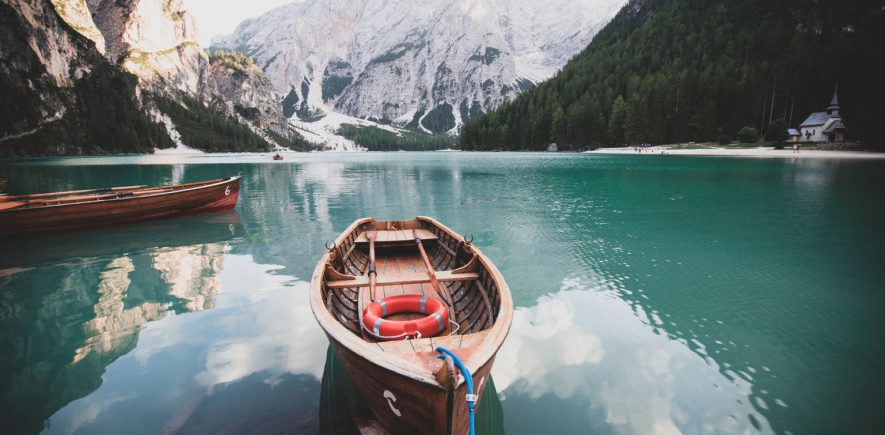 Lago di Braies, Italië.